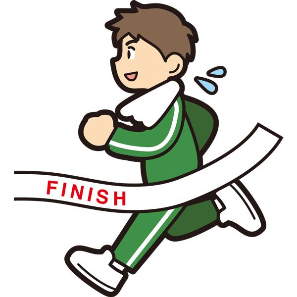 マラソンでゴールをする男の子(笑顔)