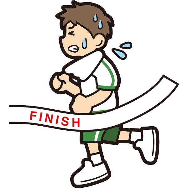 マラソンでゴールをする男の子(必死)(半袖)