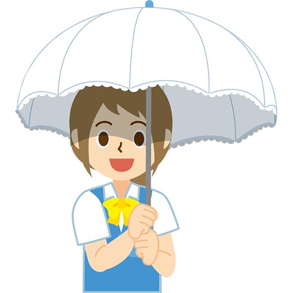 日傘をさす会社員女性